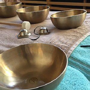 Massage aux bols chantants